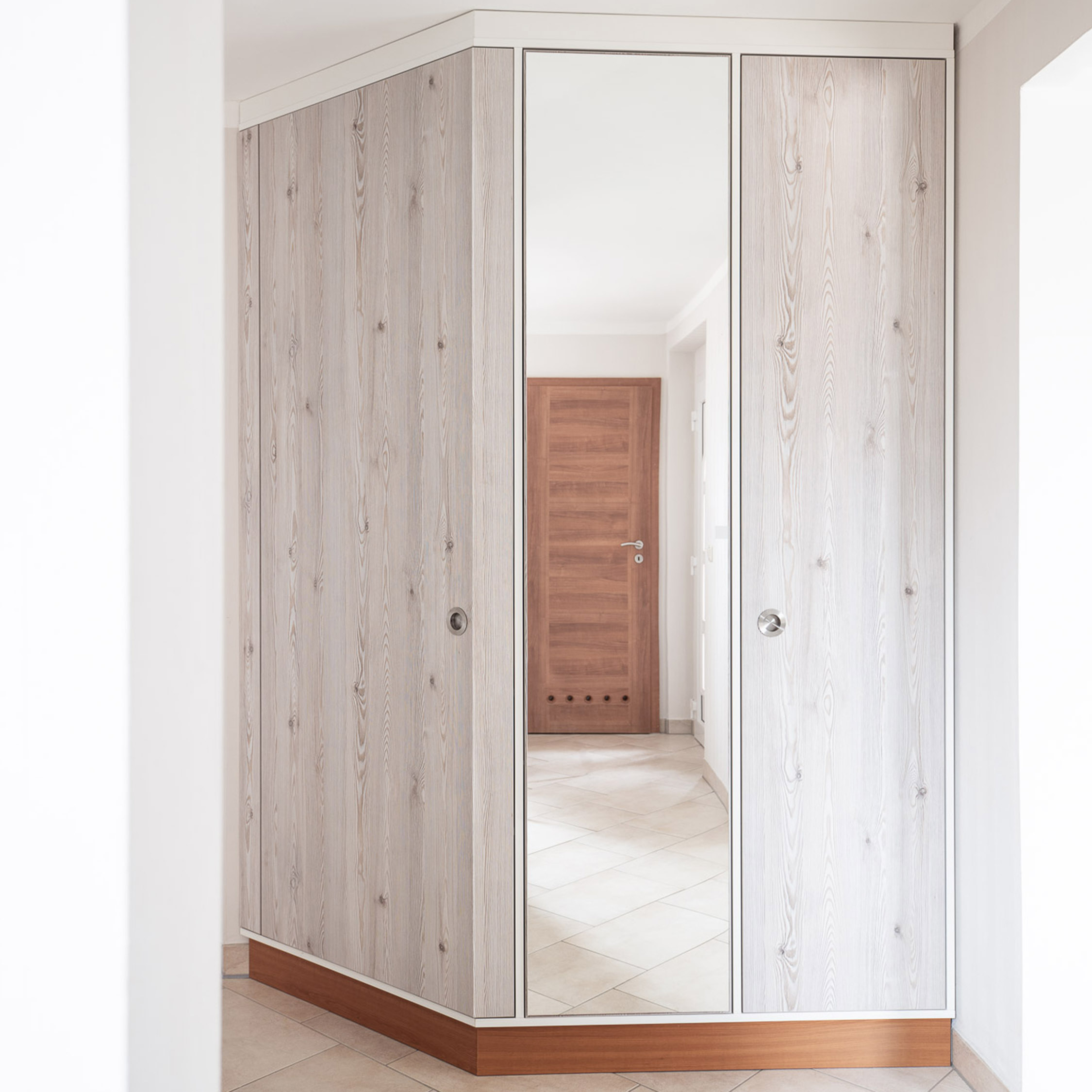 Räumlichkeiten optimal nutzen mit individuellen Möbel aus der Tischlerei nm pro GmbH in Nünchritz