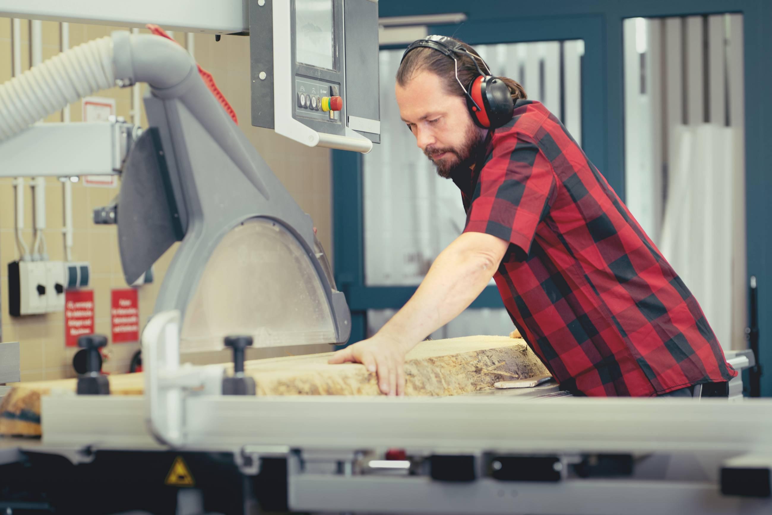modernste Technik in der Tischlerei der nm pro GmbH in Nünchritz - Möbel aus Sachsen