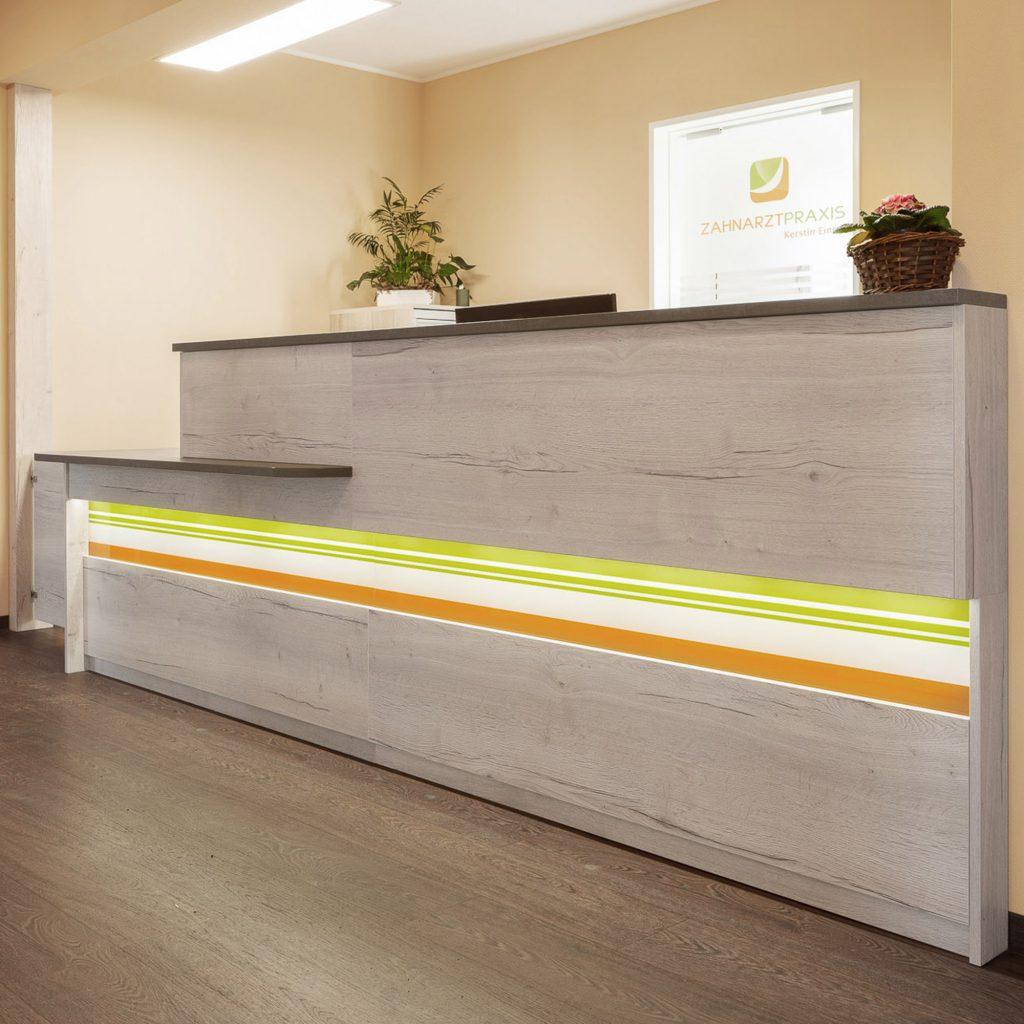 individuelle und parktische Inneneinrichtung Möbel für Arztpraxis
